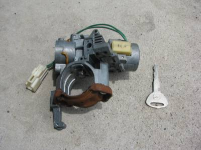'99-'00 Ignition Lock Cylinder with Key - Image 1