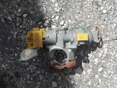 Ignition Switch & Lock Cylinder 99'-00 - Image 1