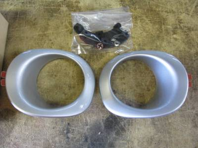 New OEM Miata '99-'00 Silver Fog Light Bezel Set with Brackets and Clips - Image 3