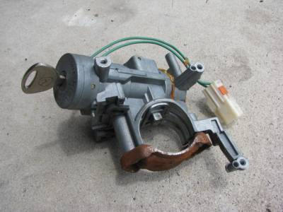 '99-'00 Ignition Lock Cylinder with Key - Image 3